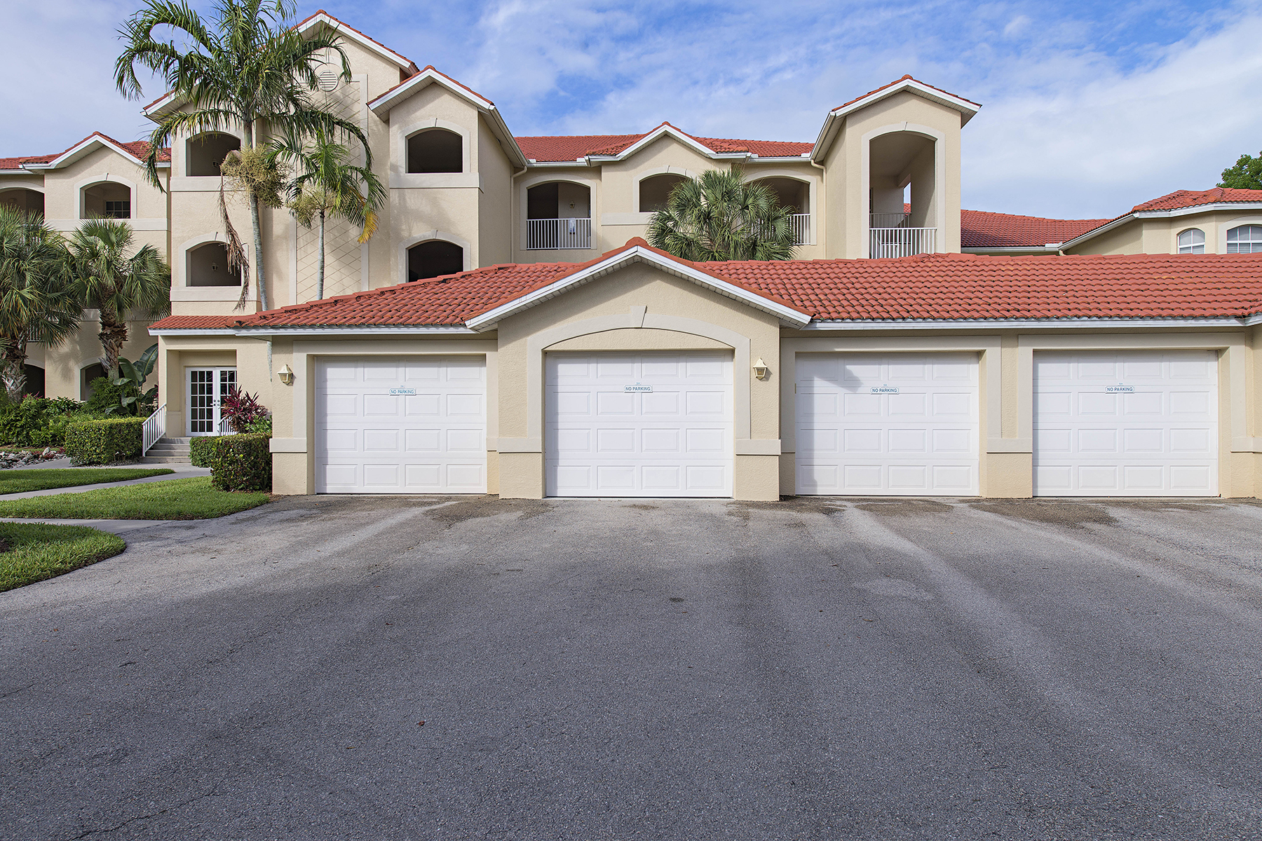 Nhà chung cư vì Bán tại WINDSTAR - WINDWARD CAY 4650 Yacht Harbor Dr 125 Naples, Florida 34112 Hoa Kỳ
