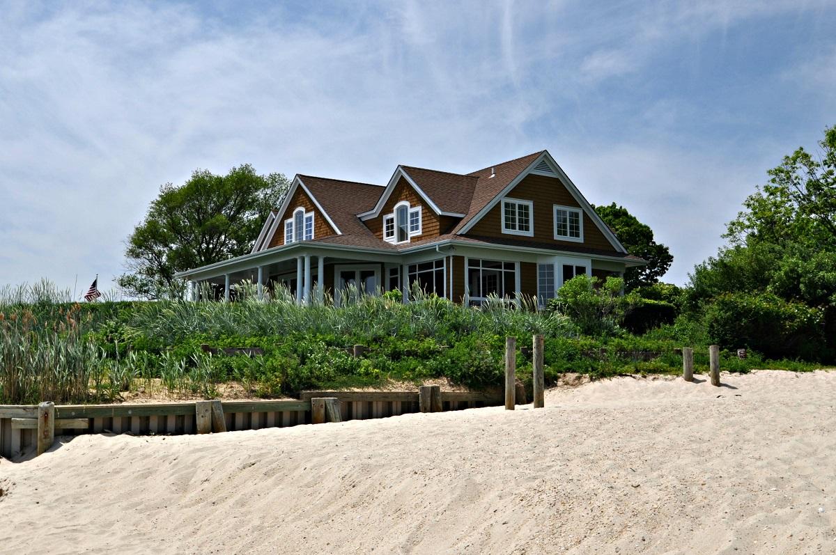 Einfamilienhaus für Verkauf beim Colonial 905 Willis Creek Dr Mattituck, New York, 11952 Vereinigte Staaten