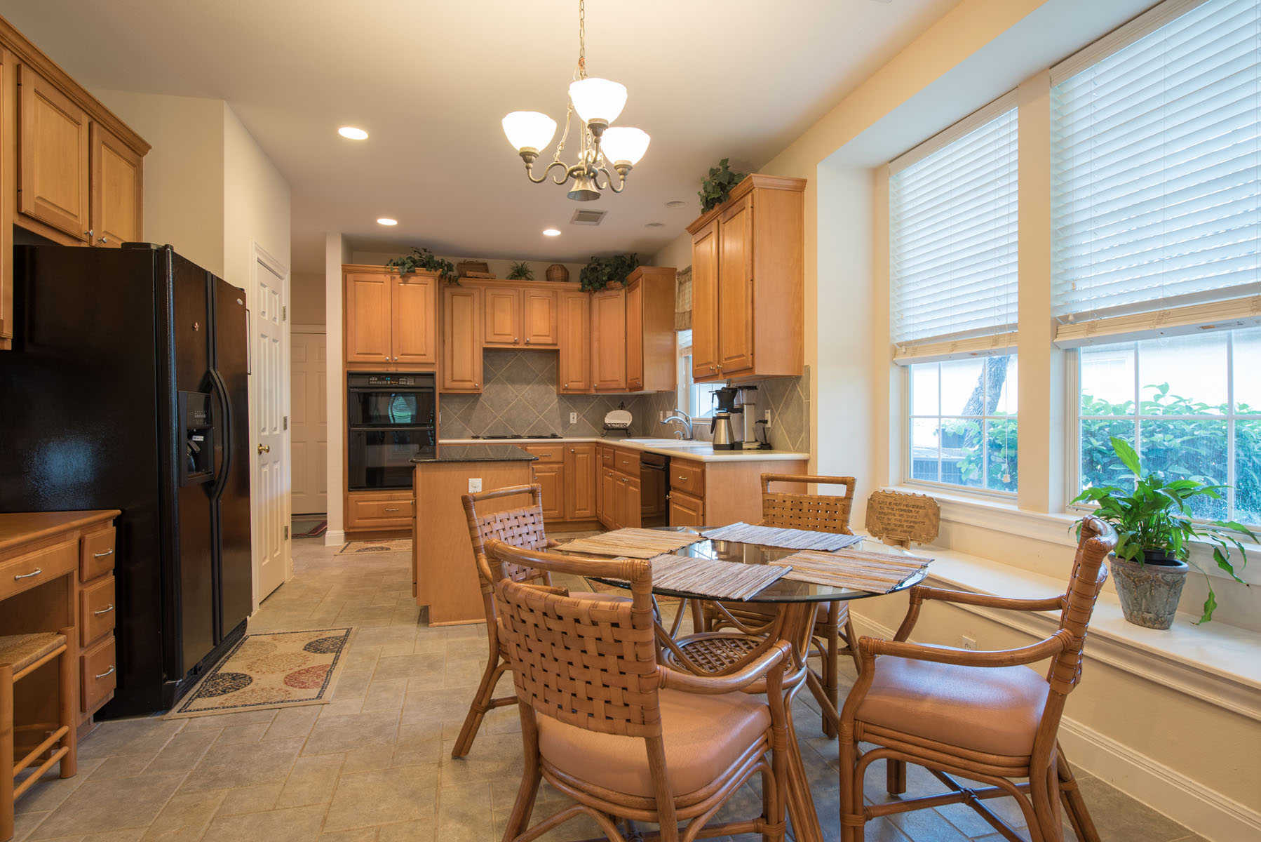 Additional photo for property listing at Golf Course Living 313 The Hills Dr 16 The Hills, Texas 78738 Estados Unidos