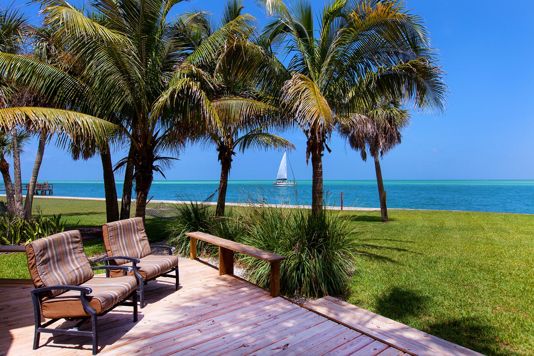 단독 가정 주택 용 매매 에 OCEAN BEACH 4632 Ocean Blvd Sarasota, 플로리다 34242 미국