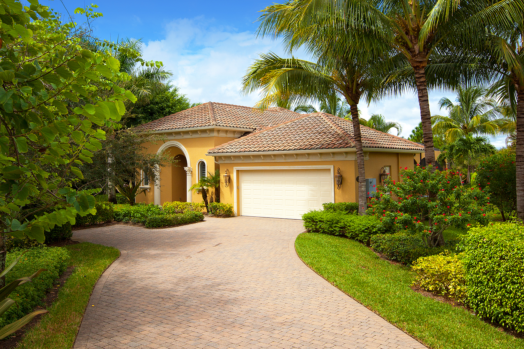 Single Family Home for Sale at FIDDLERS' CREEK - SAUVIGNON 3299 Hyacinth Dr Naples, Florida 34114 United States