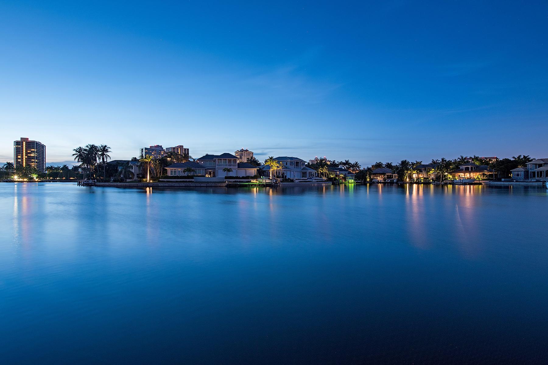 Villa per Vendita alle ore PARK SHORE - PARK SHORE 403 Neapolitan Way Naples, Florida, 34103 Stati Uniti