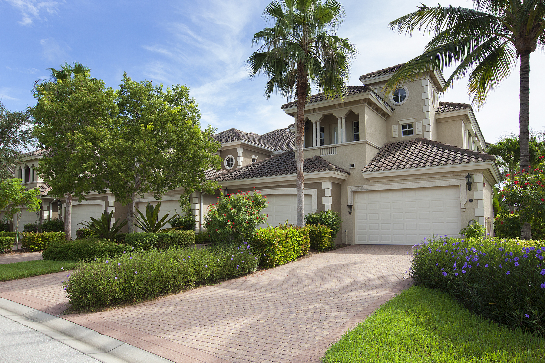 Condomínio para Venda às FIDDLER'S CREEK - VARENNA 9270 Campanile Cir 104 Naples, Florida, 34114 Estados Unidos