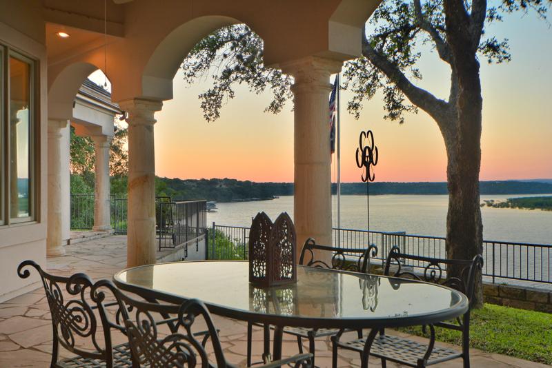 Casa Unifamiliar por un Venta en Fantastic single story with epic Lake Travis views 26300 Countryside Dr Spicewood, Texas 78669 Estados Unidos