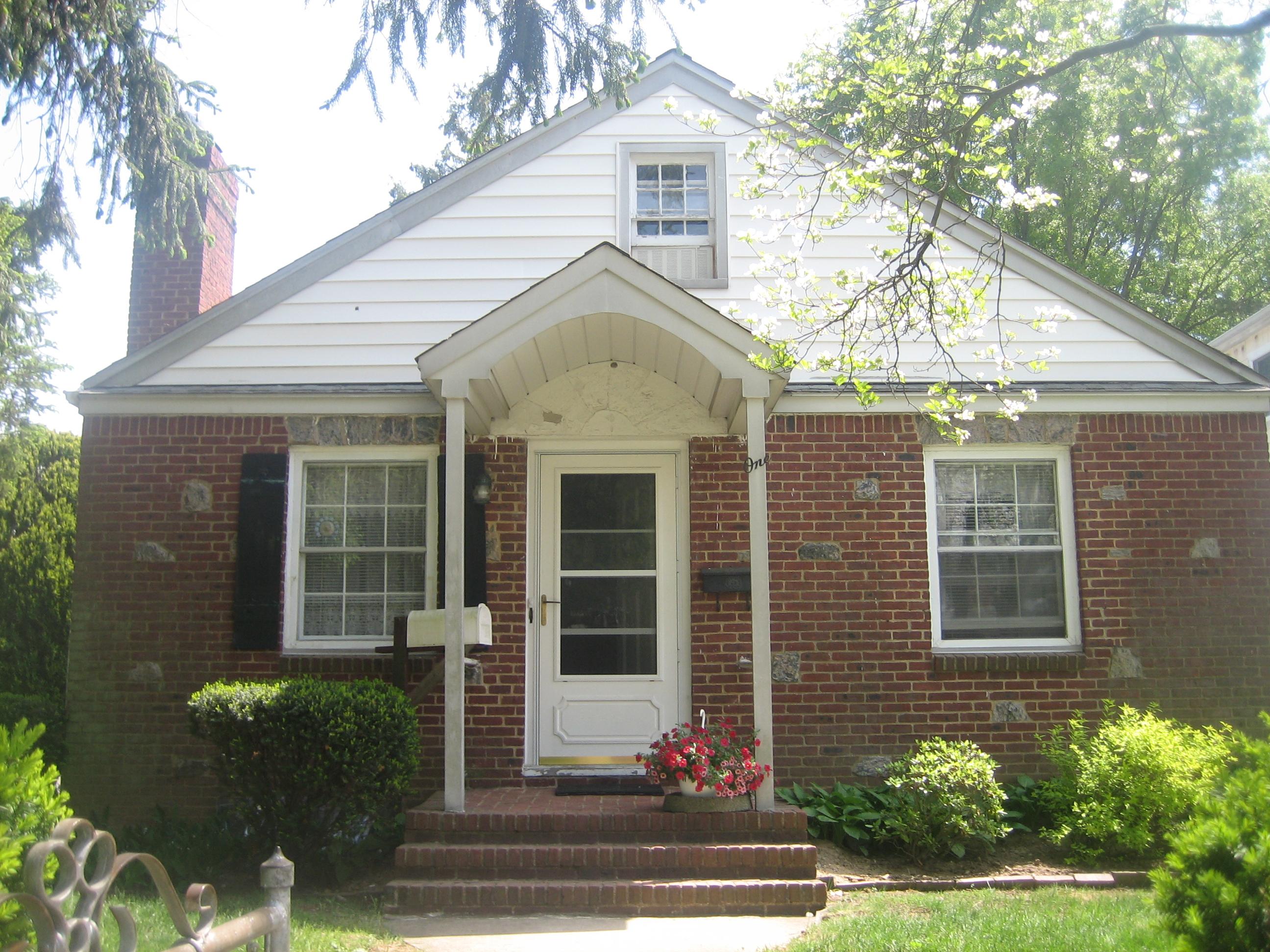 Casa para uma família para Venda às Ranch 1 Mckinley Pl Glen Cove, Nova York 11542 Estados Unidos