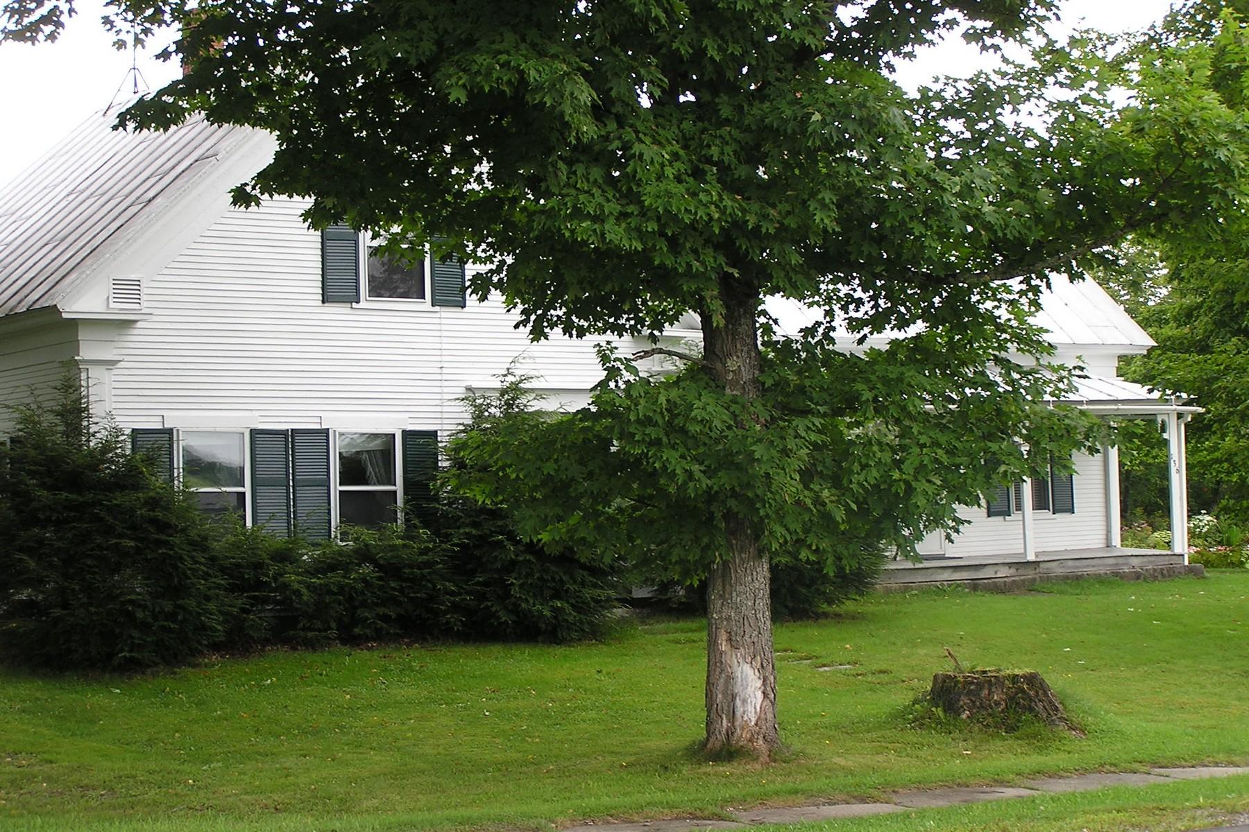 Casa Unifamiliar por un Venta en 136 Breezy Ave, Greensboro Greensboro, Vermont 05841 Estados Unidos