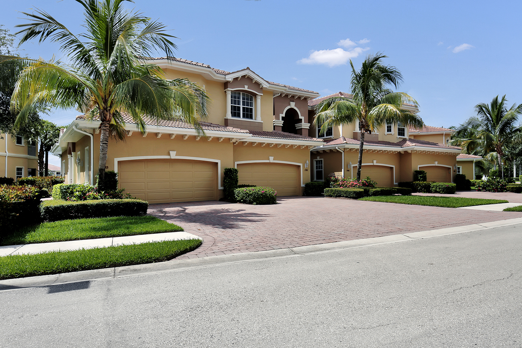 sales property at 7168 Lemuria Cir, 1703, Naples, FL 34109