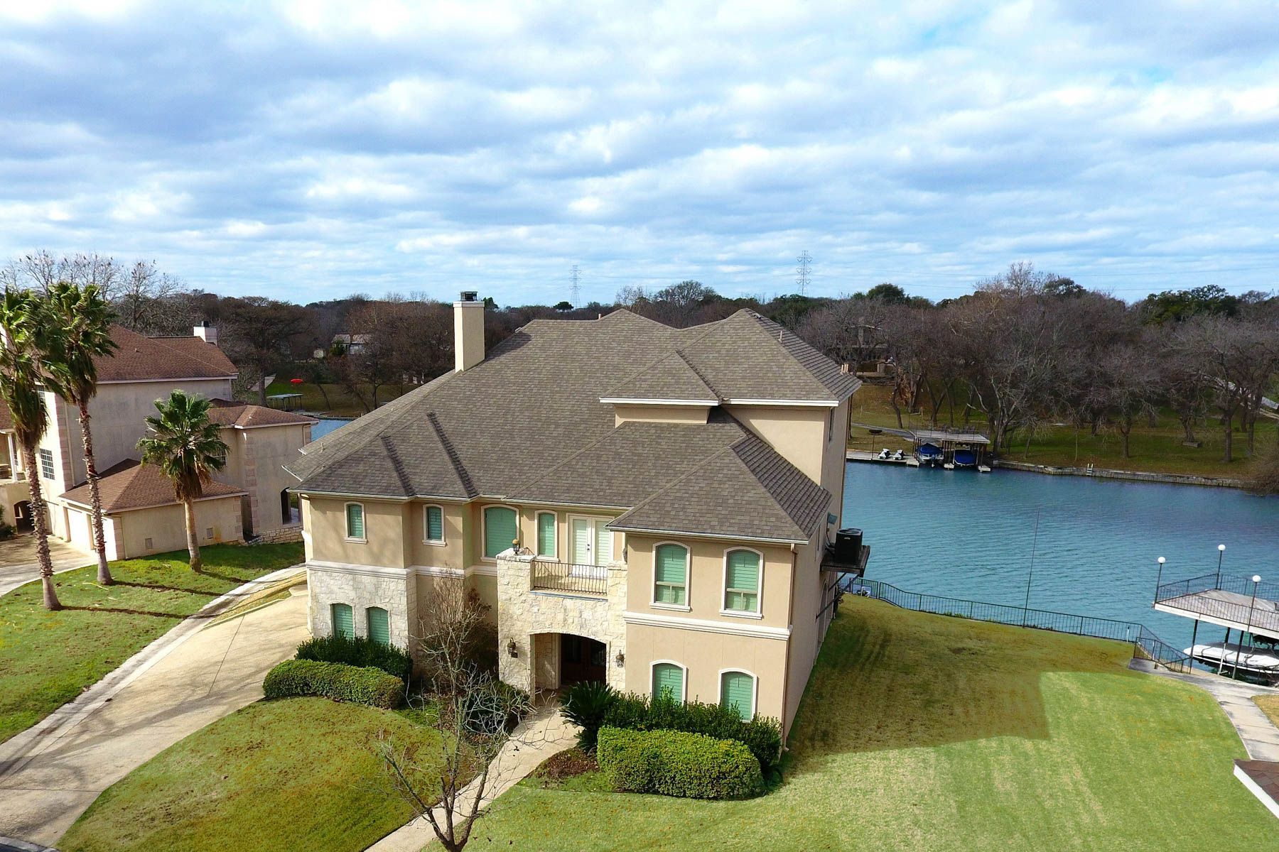 Casa Unifamiliar por un Venta en Breathtaking Waterfront Home on Lake McQueeney 326 Las Hadas Seguin, Texas 78155 Estados Unidos