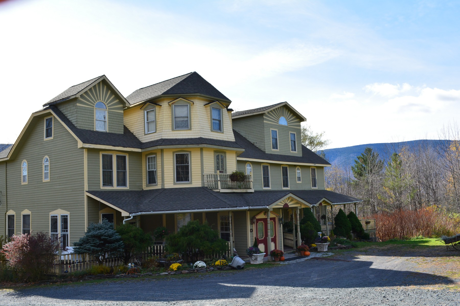 Commercial for Sale at Washington Irving Inn 6629 23a Tannersville, New York 12442 United States