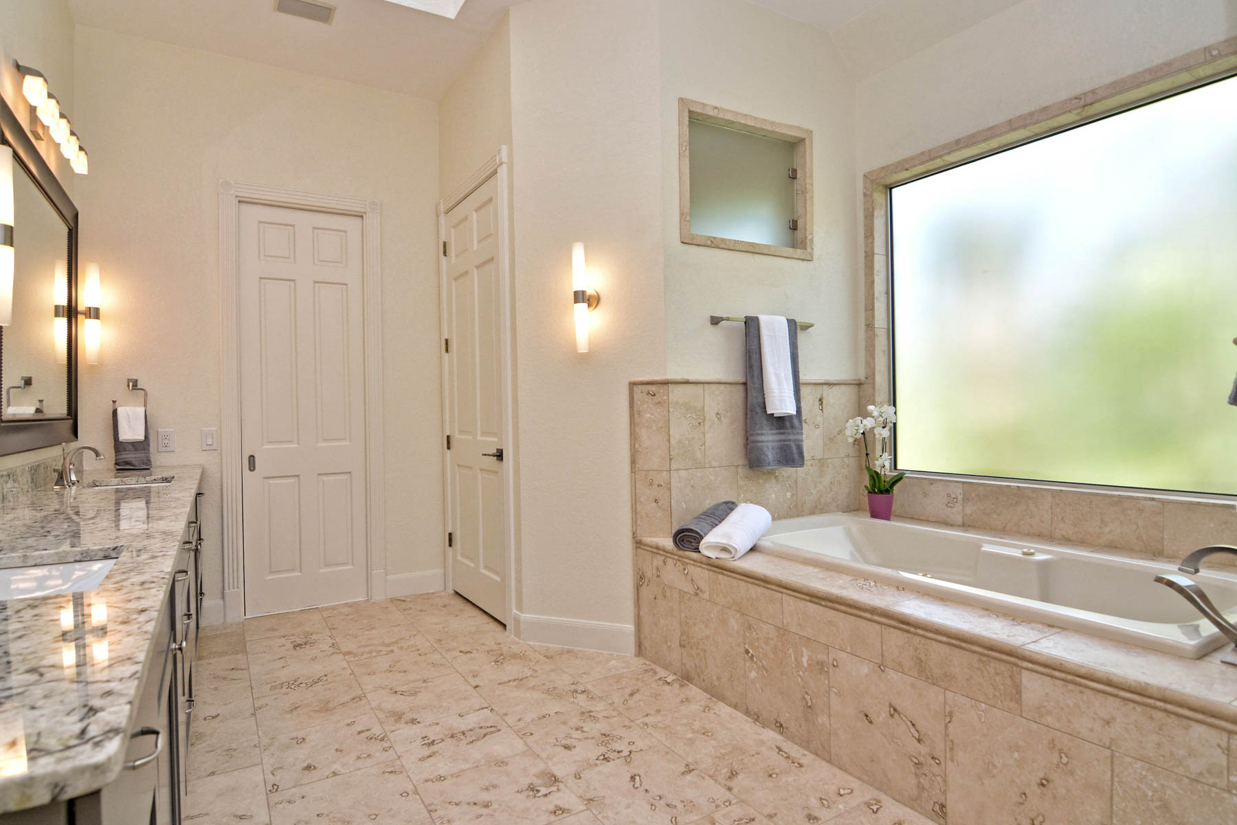 Additional photo for property listing at Elegant Home in The Dominion 5 Whitechurch Ln San Antonio, Texas 78257 United States