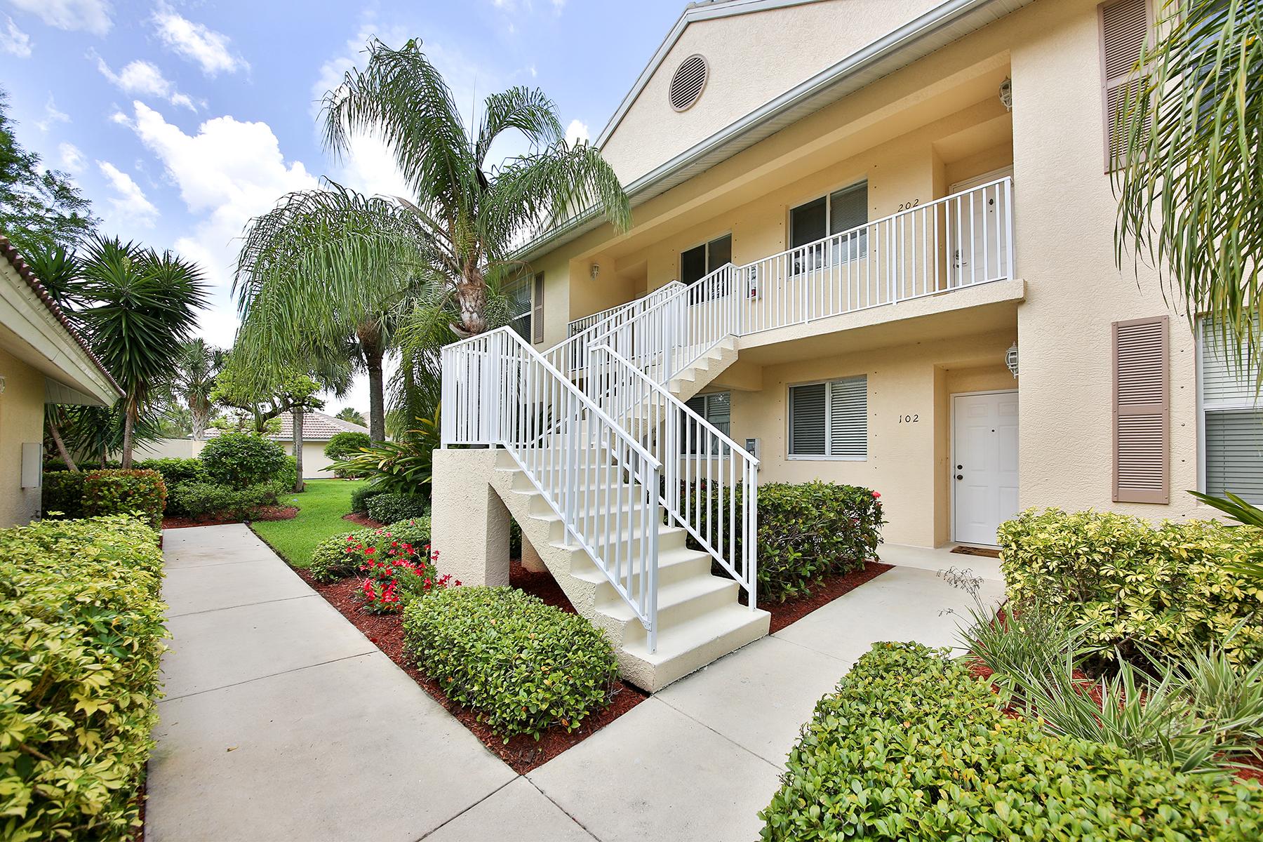 Condomínio para Venda às NAPLES - SHERWOOD 432 Valerie Way 201 Naples, Florida 34104 Estados Unidos