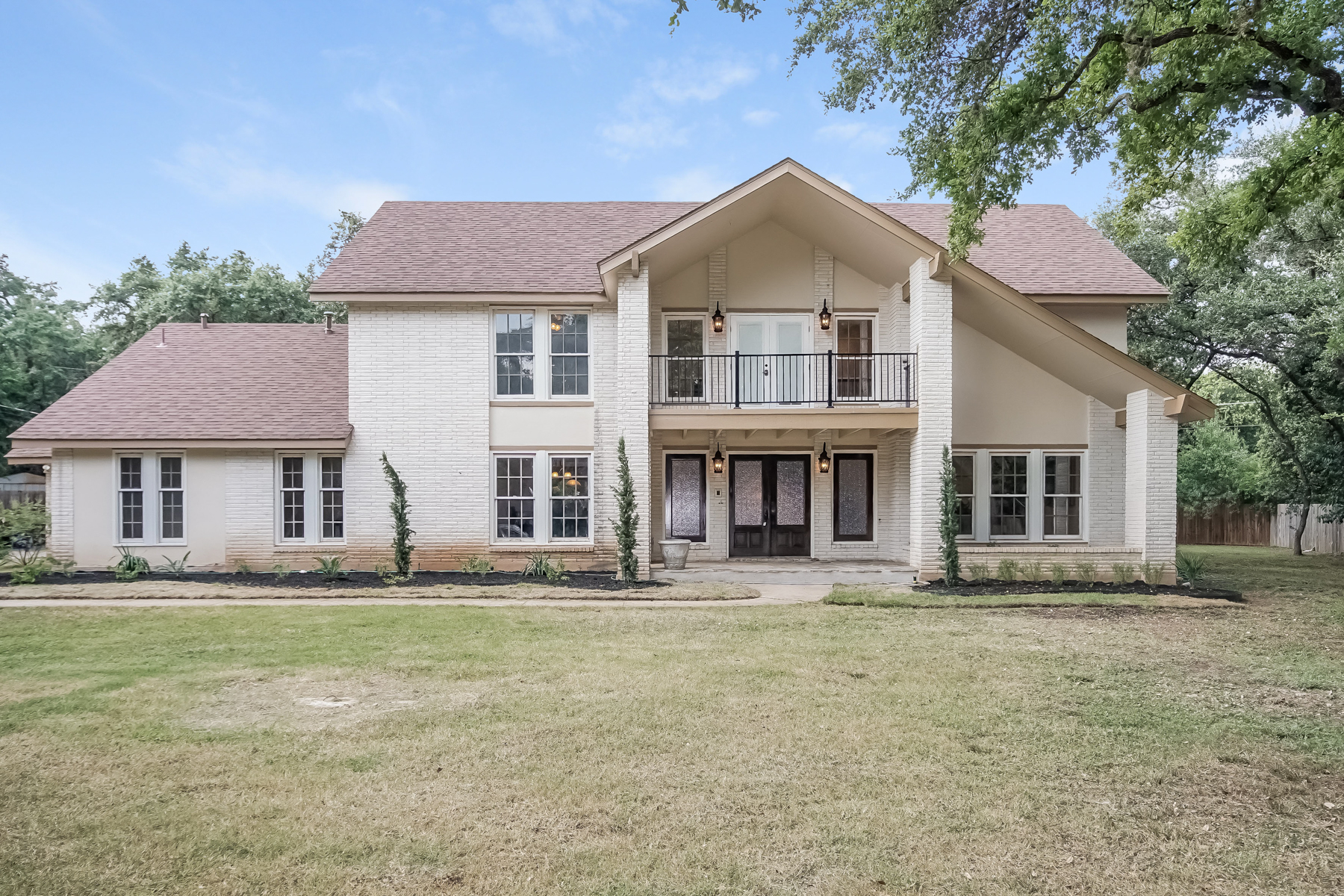Single Family Home for Sale at Stunning Home in Shavano Park 117 Painted Post San Antonio, Texas 78231 United States