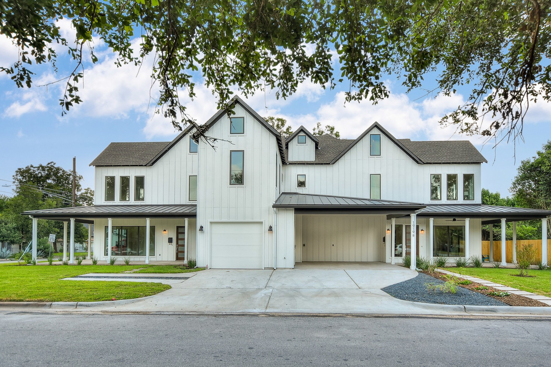 Additional photo for property listing at Beautiful New Construction in Crestview 1919 Madison Ave B Austin, Texas 78757 Estados Unidos