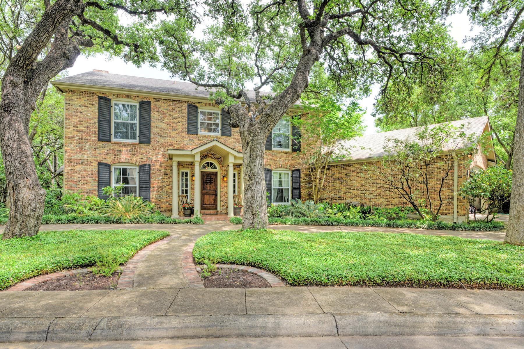 Villa per Vendita alle ore Beautiful Home in Northwood 2 Dorchester Pl Northwood, San Antonio, Texas, 78209 Stati Uniti