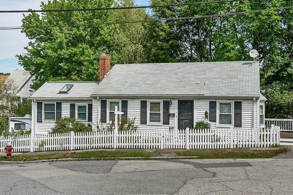 Частный односемейный дом для того Продажа на 2 Berlin, Milton 2 Berlin Ave Milton, Массачусетс, 02186 Соединенные Штаты
