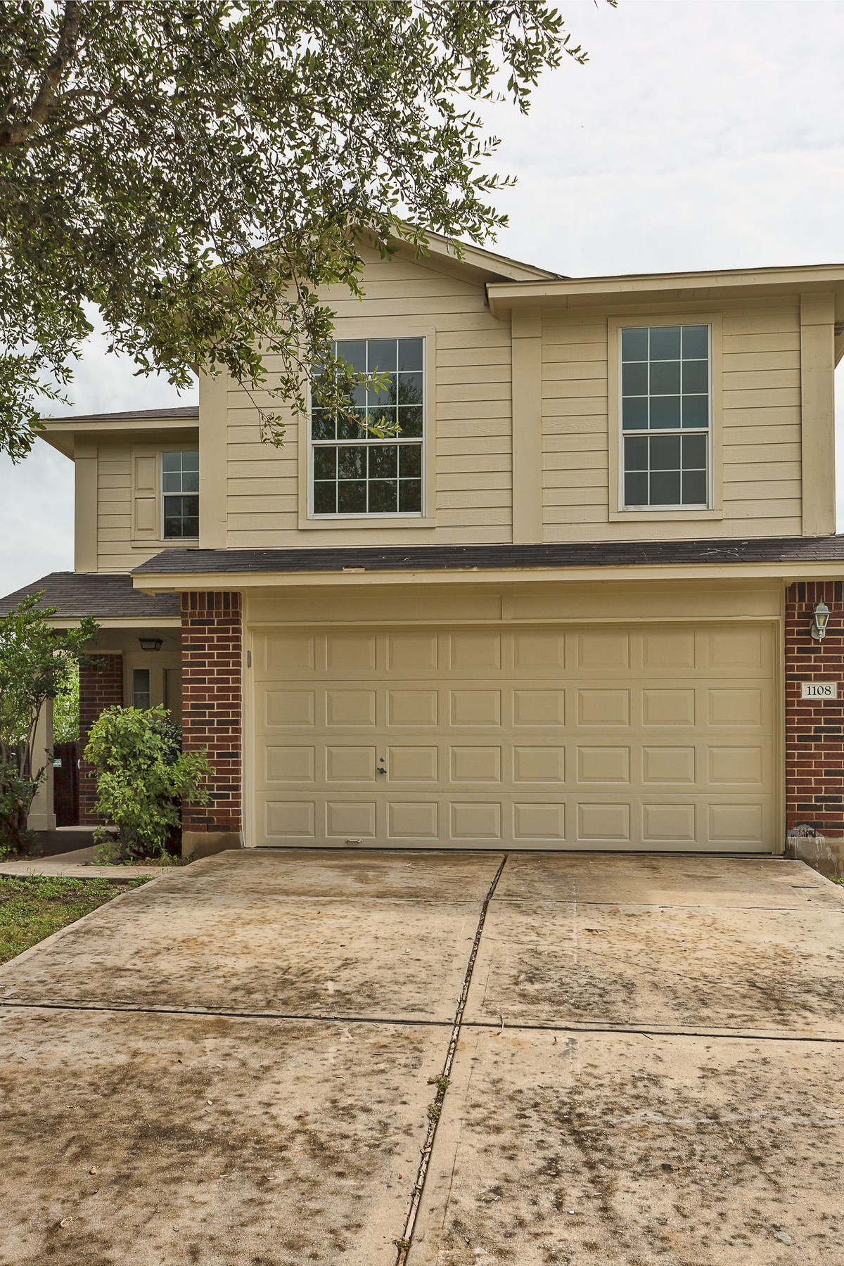 Single Family Home for Sale at Pristine Home in Gaston-Sheldon Pflugerville 1108 Battenburg Pflugerville, Texas 78660 United States