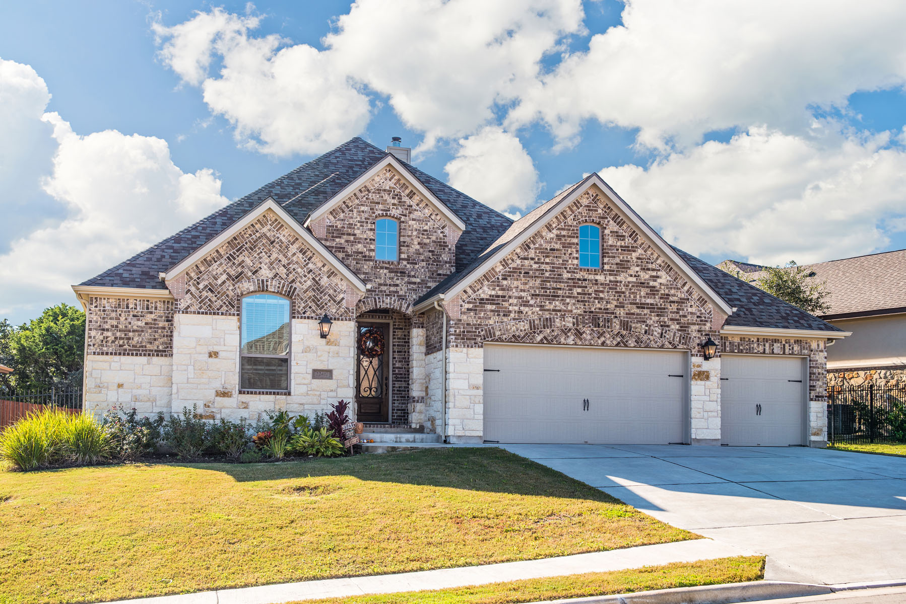 Vivienda unifamiliar por un Venta en Rare Single Story Home with All the Finishes 22417 Rock Wren Rd Spicewood, Texas, 78669 Estados Unidos