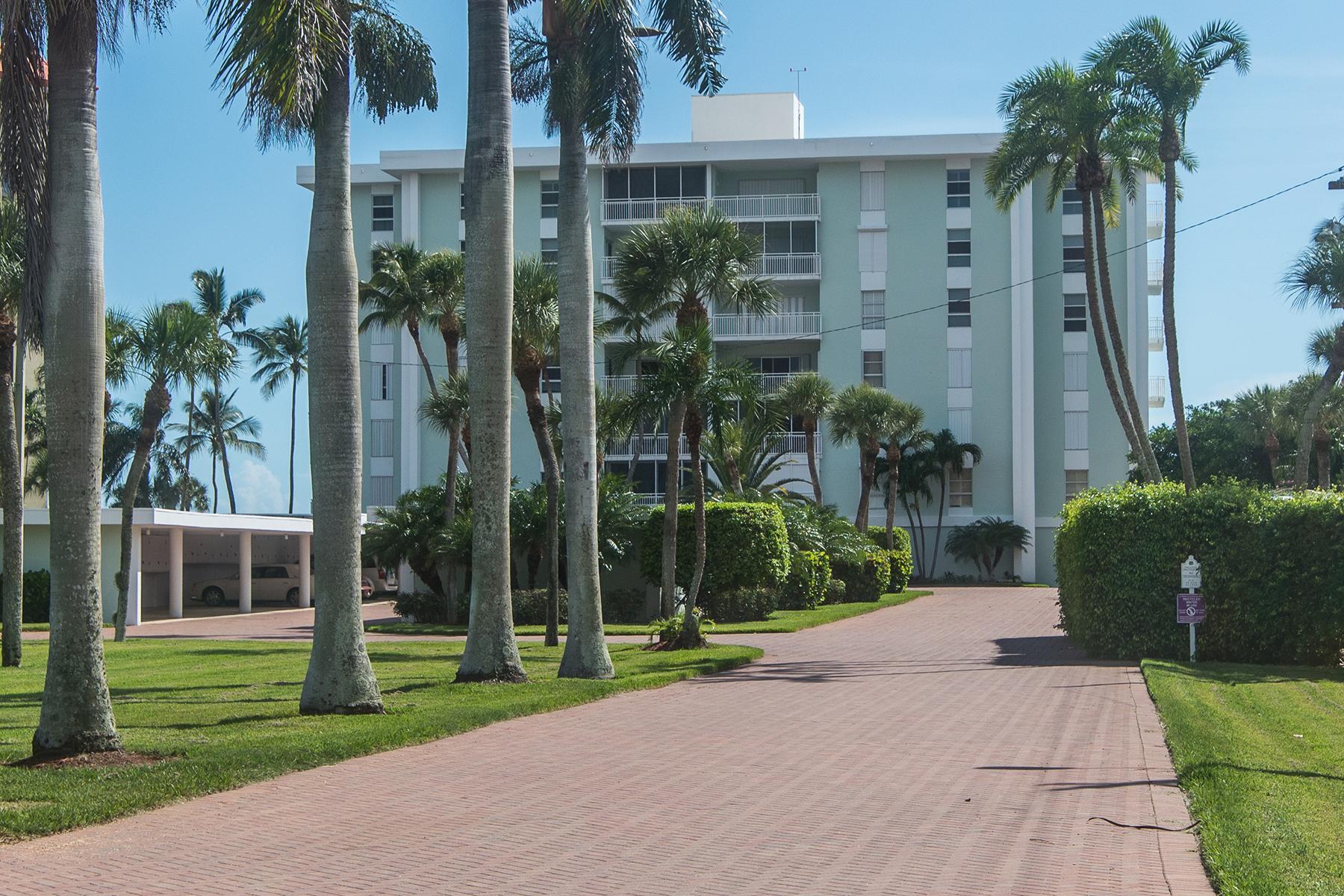 Condominio por un Venta en MARCO ISLAND - EMERALD BEACH 500 Saturn Ct 48 Marco Island, Florida 34145 Estados Unidos