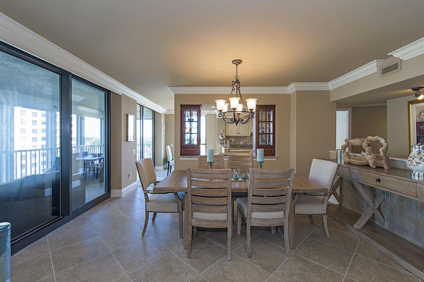 Кооперативная квартира для того Продажа на PARK SHORE - MONACO BEACH CLUB 4401 Gulf Shore Blvd N 1006 Naples, Флорида, 34103 Соединенные Штаты