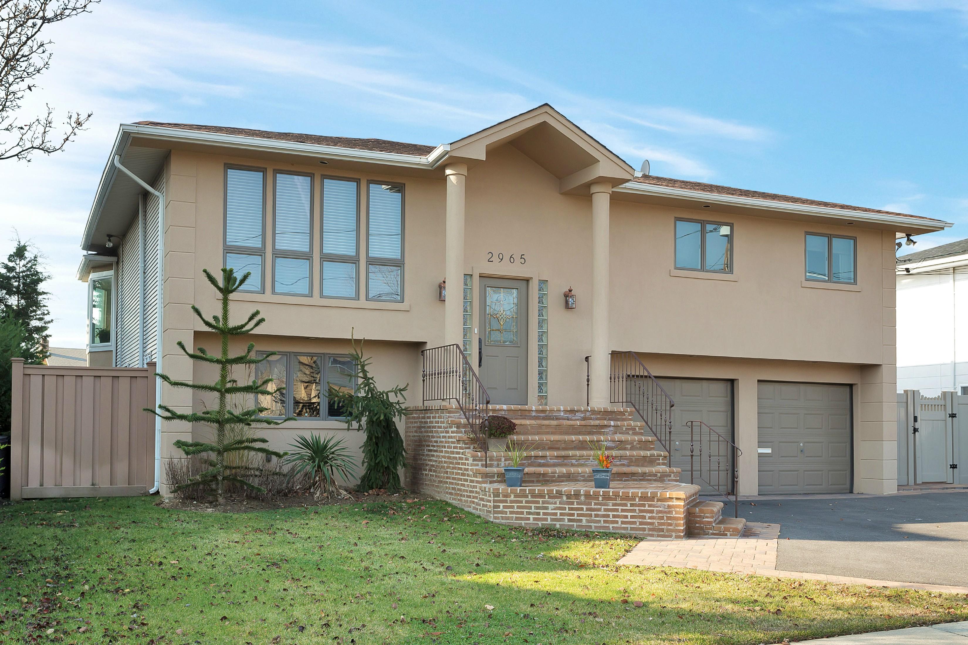 Nhà ở một gia đình vì Bán tại Hi Ranch 2965 Charlotte Dr Merrick, New York, 11566 Hoa Kỳ