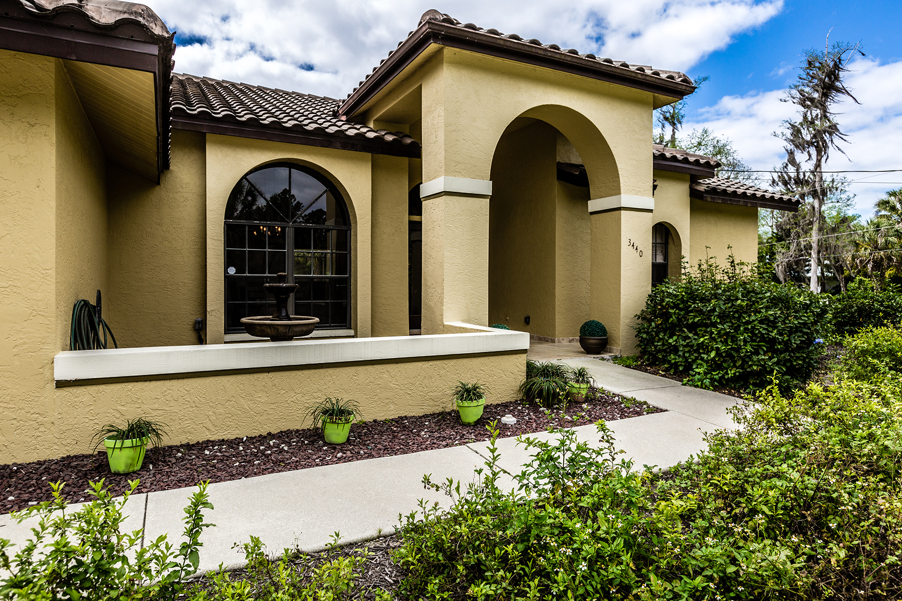 Частный односемейный дом для того Продажа на NAPLES - GOLDEN GATE ESTATES 3440 7th Ave SW Naples, Флорида, 34117 Соединенные Штаты