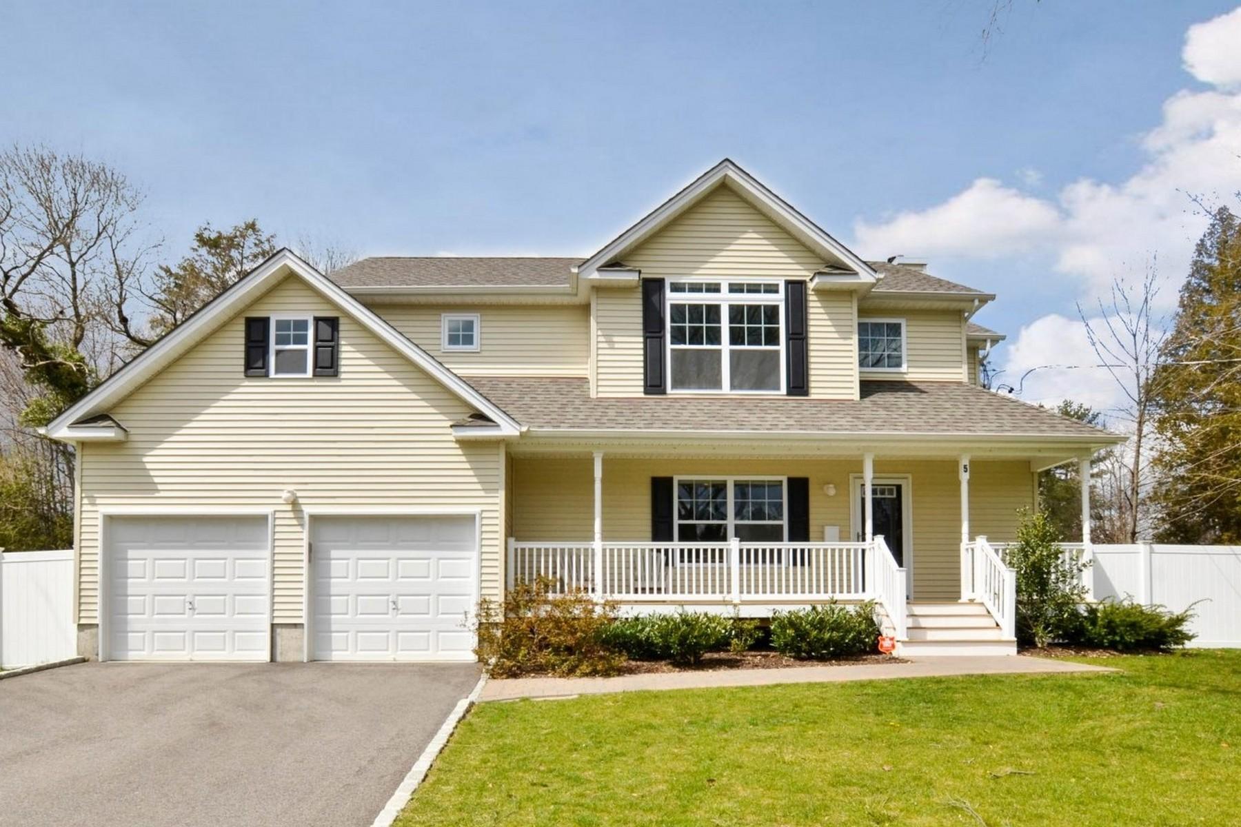 Einfamilienhaus für Verkauf beim Colonial 5 Crestwood Dr Huntington Station, New York, 11746 Vereinigte Staaten