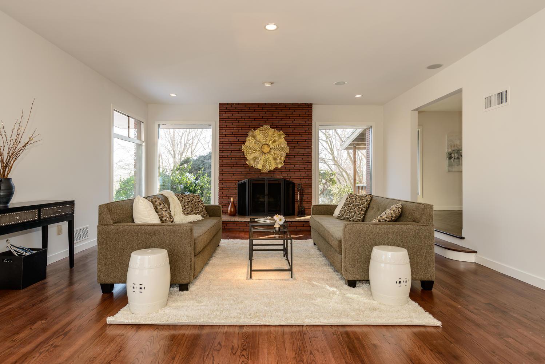 Villa per Vendita alle ore Contemporary 21 St Andrews Dr Huntington, New York, 11743 Stati Uniti