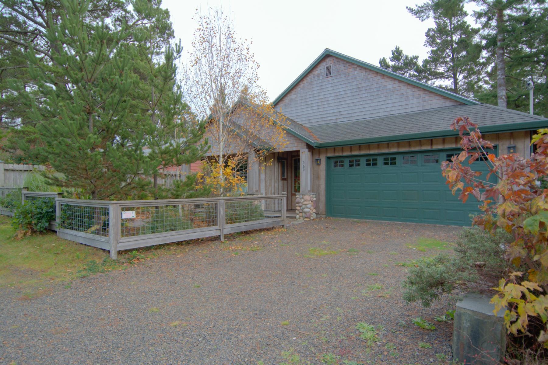 Nhà ở một gia đình vì Bán tại 560 MANZANITA AVE, MANZANITA, OR Manzanita, Oregon 97130 Hoa Kỳ