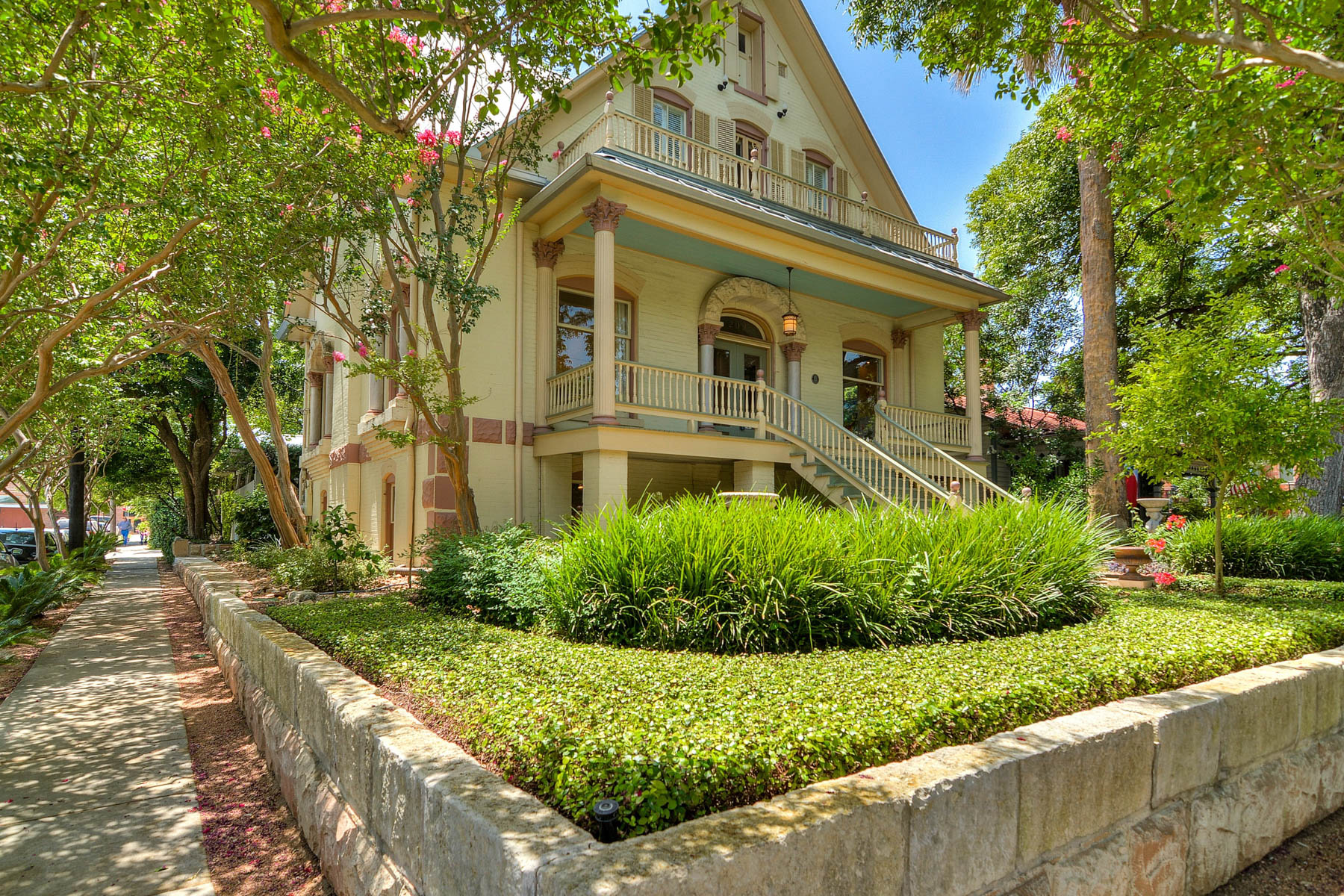 Maison unifamiliale pour l Vente à Majestic, Yet Wonderfully Urban King William Home 202 Madison St King William, San Antonio, Texas, 78204 États-Unis