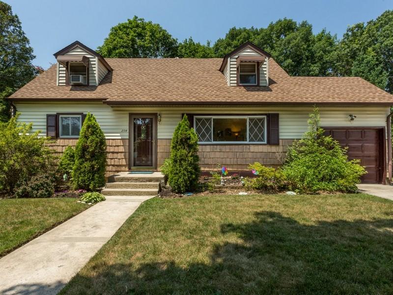 단독 가정 주택 용 매매 에 Exp Cape 208 Eastwood Ave Deer Park, 뉴욕 11729 미국