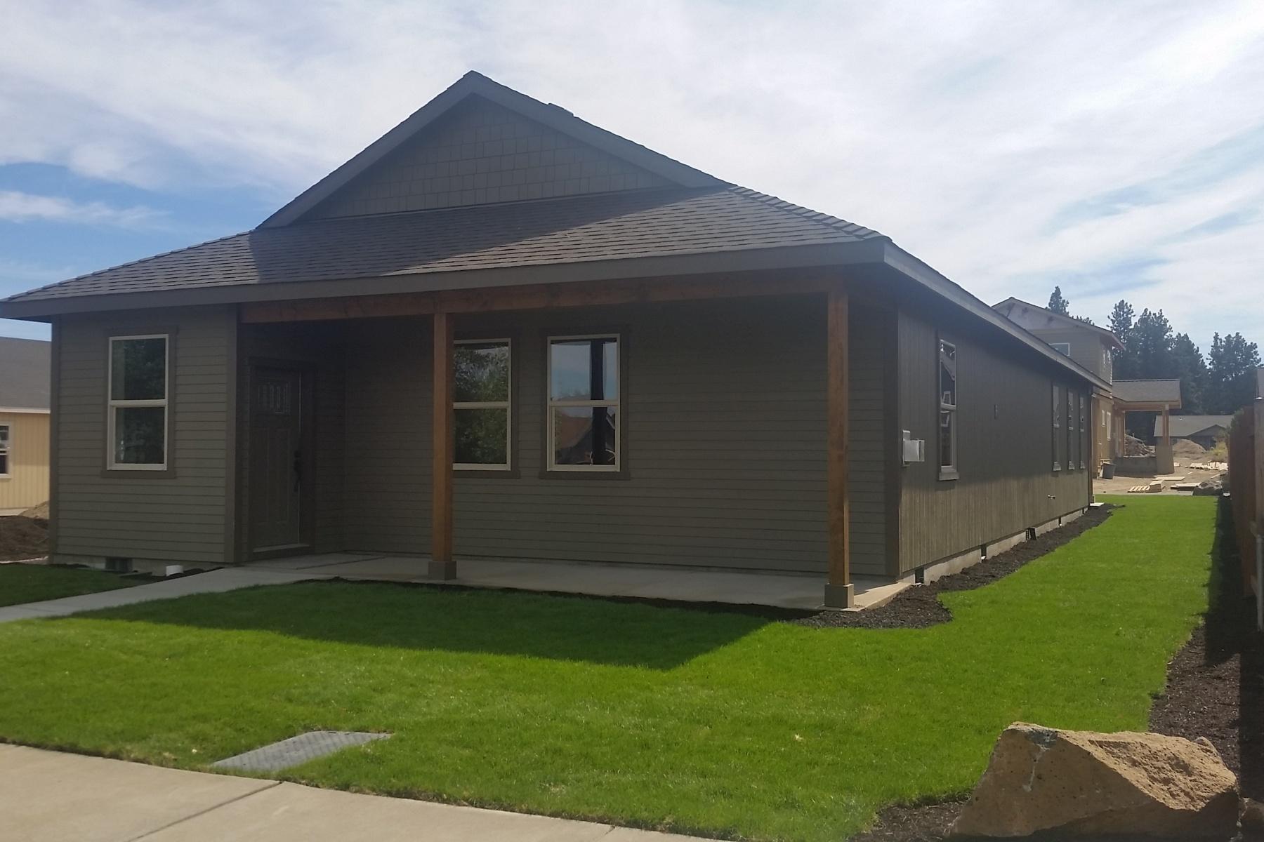 Maison unifamiliale pour l Vente à New Single Level in SW Bend 20019 Badger Rd Bend, Oregon, 97702 États-Unis