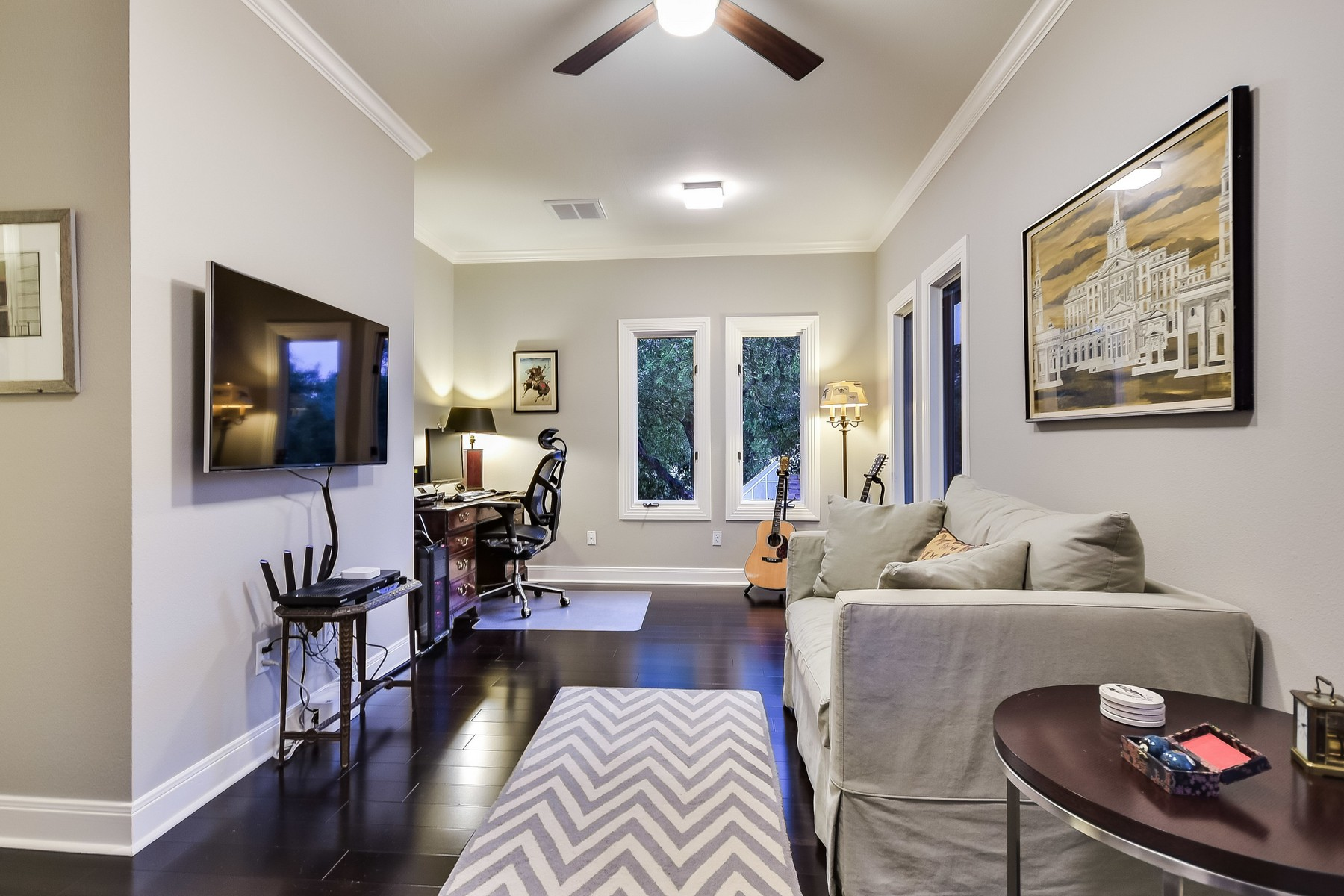 Additional photo for property listing at Fabulous Remodel in Highland Park West 4601 Ridge Oak Austin, Texas 78731 Estados Unidos