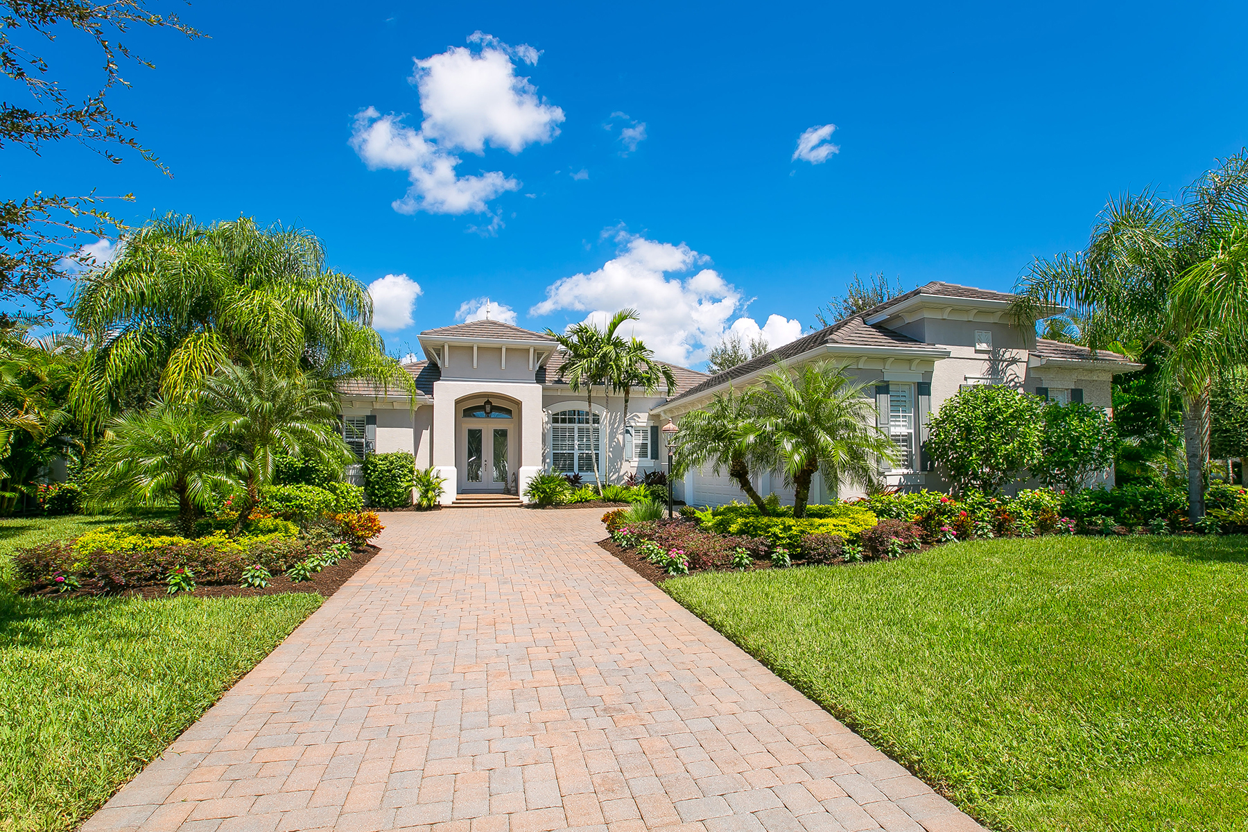 Single Family Home for Sale at THE COUNTRY CLUB - LAKEWOOD RANCH 12315 Newcastle Pl Lakewood Ranch, Florida 34202 United States