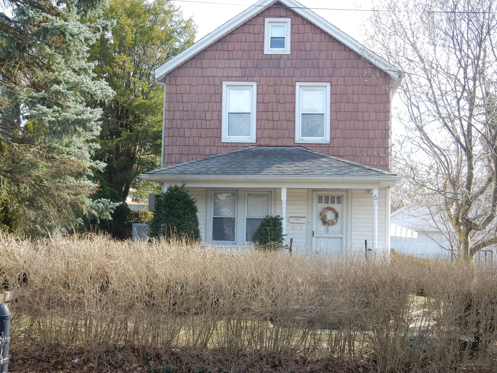 Einfamilienhaus für Verkauf beim Colonial 6 Pulaski Pl Port Washington, New York, 11050 Vereinigte Staaten