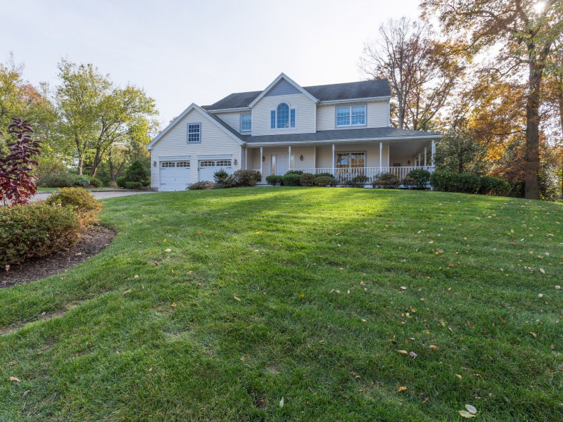 獨棟家庭住宅 為 出售 在 Colonial 7 Cumberland Ct Huntington, 紐約州 11743 美國