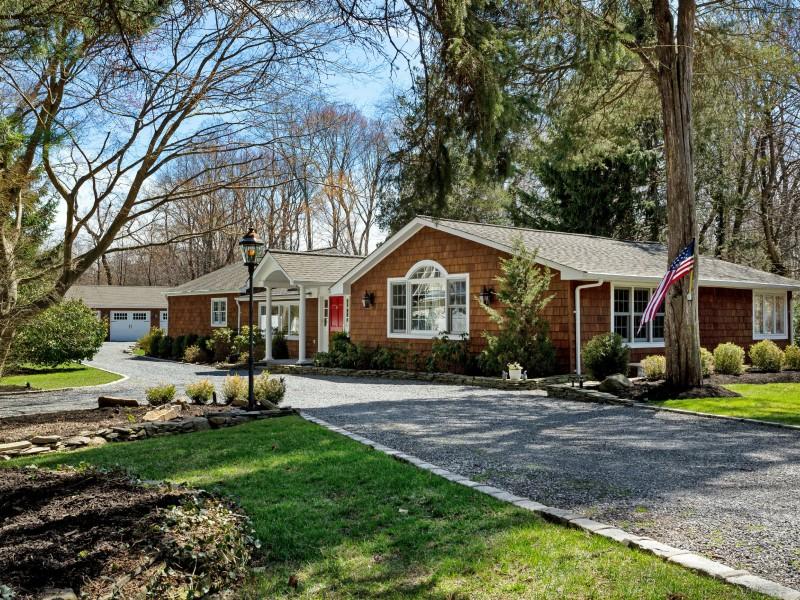 Villa per Vendita alle ore Exp Ranch 9 Briarfield Ln Huntington, New York, 11743 Stati Uniti