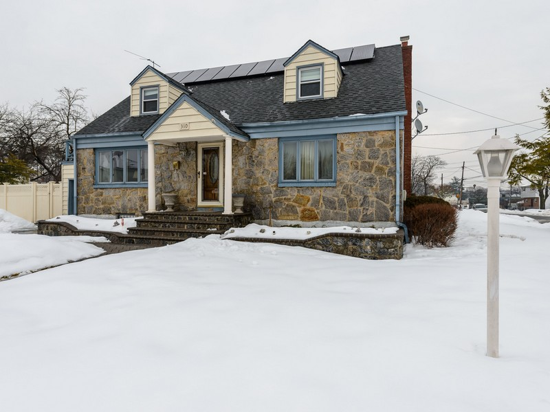 Single Family Home for Sale at Exp Cape 310 Center St Westbury, New York 11590 United States