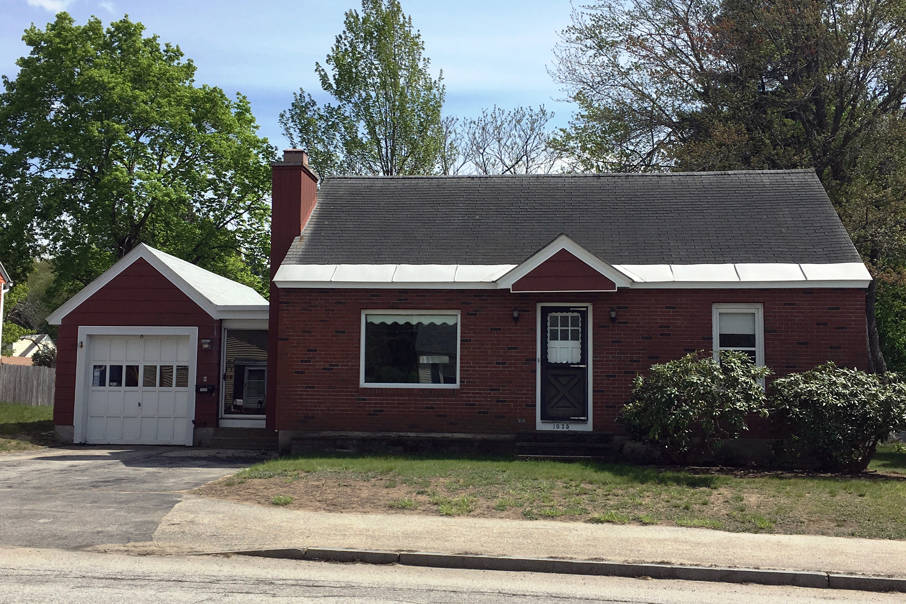 Single Family Home for Sale at 1035 Cilley Rd, Manchester Manchester, New Hampshire, 03103 United States