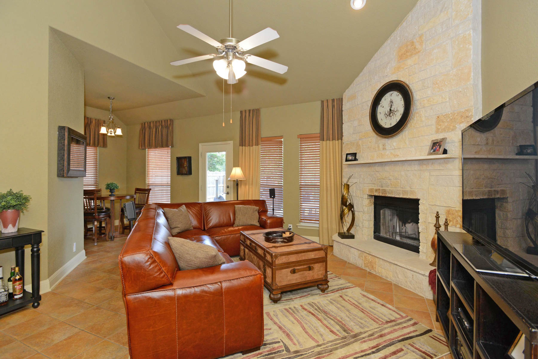 Additional photo for property listing at Gorgeous Former Model Home in Wortham Oaks 5714 Southern Oaks San Antonio, Texas 78261 United States