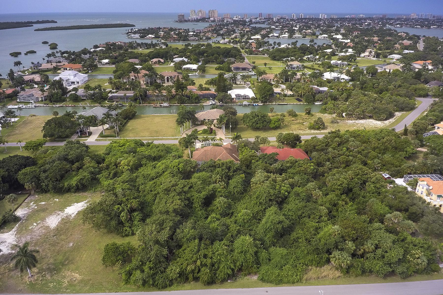 Terreno por un Venta en MARCO ISLAND - CAXAMBAS DRIVE 960 Caxambas Dr Marco Island, Florida 34145 Estados Unidos