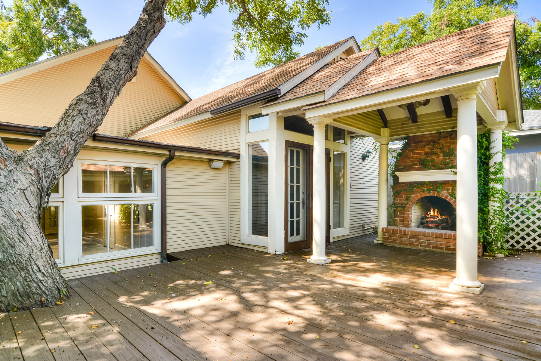 Additional photo for property listing at Charming Cottage in Alamo Heights 331 Argo Ave San Antonio, Texas 78209 Estados Unidos