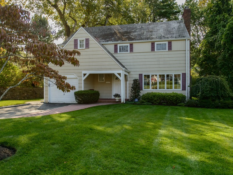Single Family Home for Sale at Colonial 12 Deerfield Rd Port Washington, New York 11050 United States