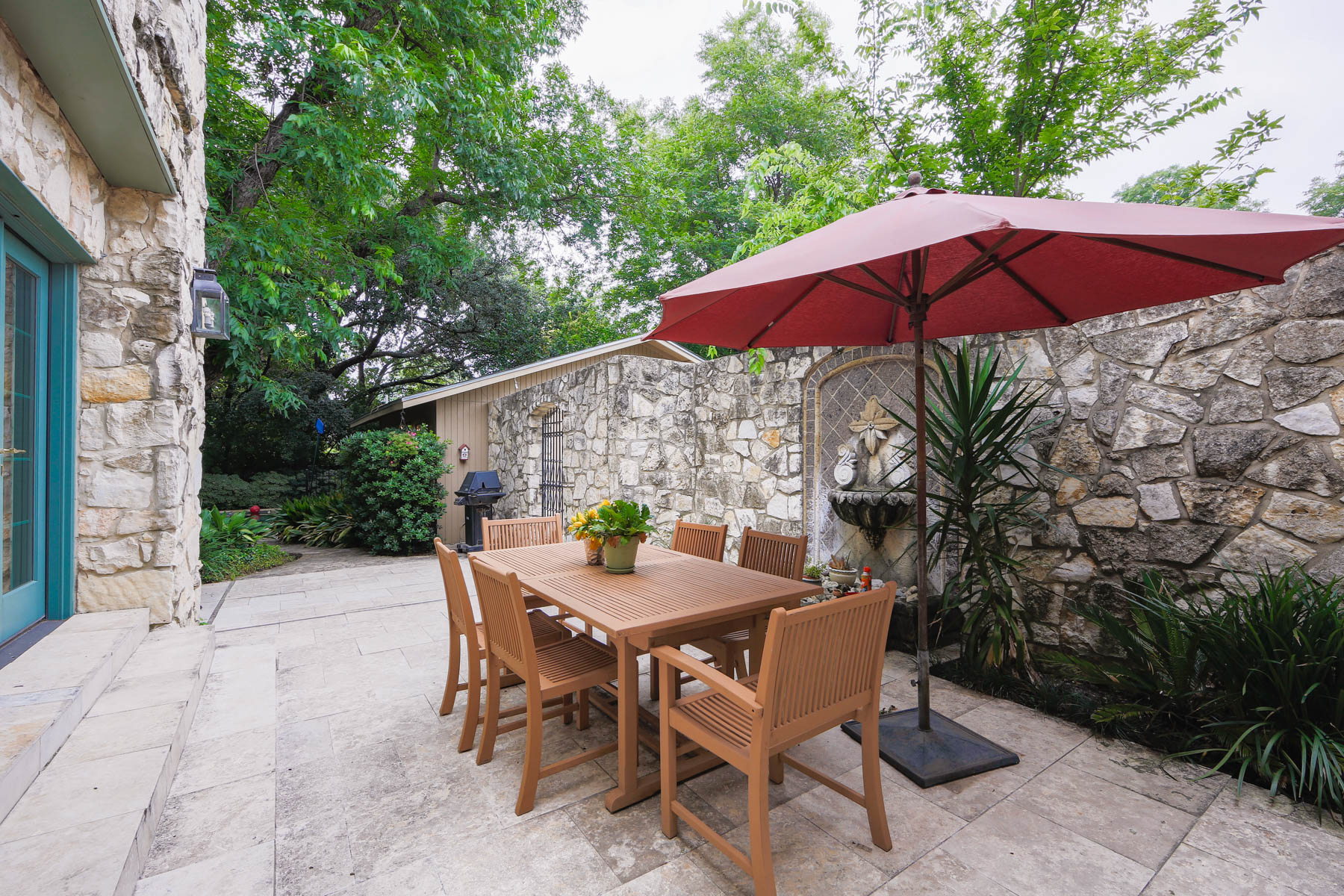Additional photo for property listing at Charming Olmos Park Home 121 Primera Dr San Antonio, Texas 78212 Estados Unidos