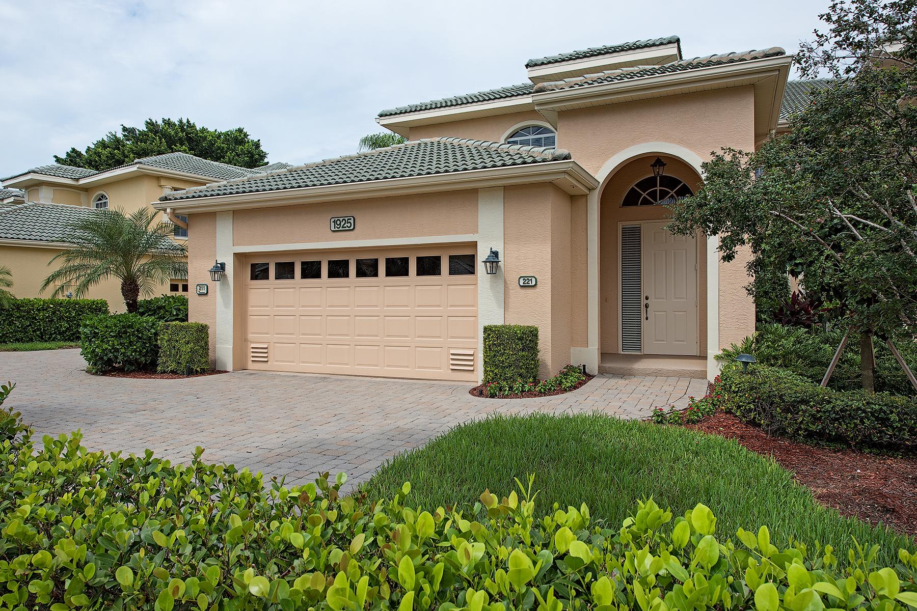 Copropriété pour l Vente à PELICAN MARSH 1925 Seville Blvd 221 Naples, Florida 34109 États-Unis