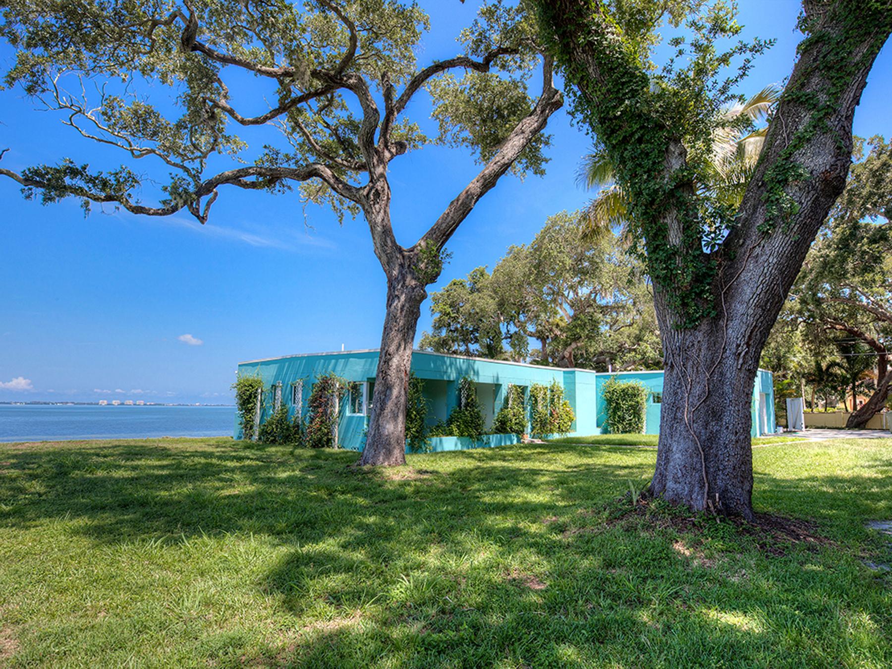 Частный односемейный дом для того Продажа на SARASOTA BAY PARK 820 Indian Beach Dr Sarasota, Флорида 34234 Соединенные Штаты