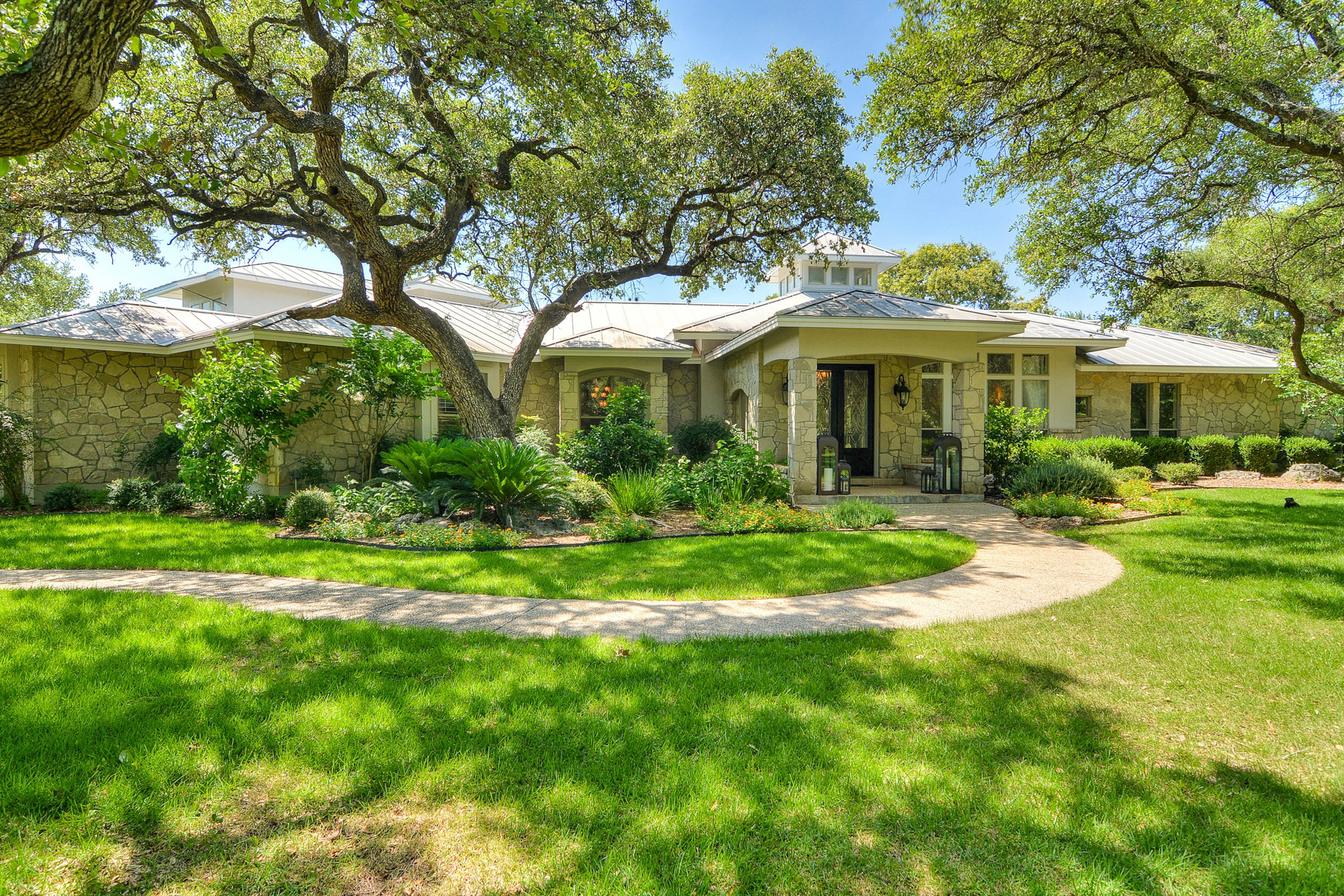 Single Family Home for Sale at Gorgeous Gem in Cibolo Ridge Estates 205 Cibolo Ridge Trl Boerne, Texas 78015 United States