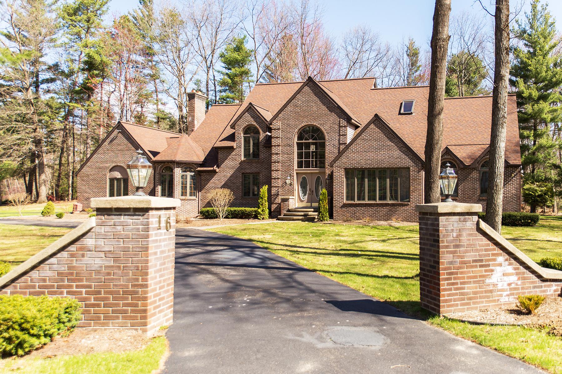 Vivienda unifamiliar por un Venta en Custom Home on the Fariways 16 Deer Run Wilton, Nueva York 12831 Estados Unidos