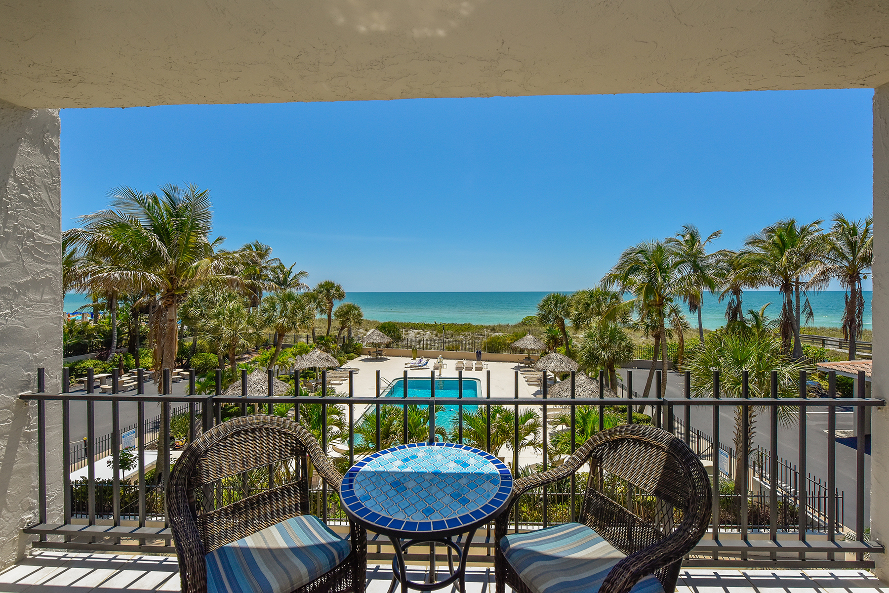 Appartement en copropriété pour l Vente à LIDO BEACH 1212 Benjamin Franklin Dr 202 Sarasota, Florida, 34236 États-Unis