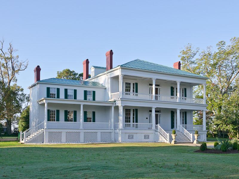 Vivienda unifamiliar por un Venta en Pembroke Hall 121 West King Street Edenton, Carolina Del Norte 27932 Estados Unidos