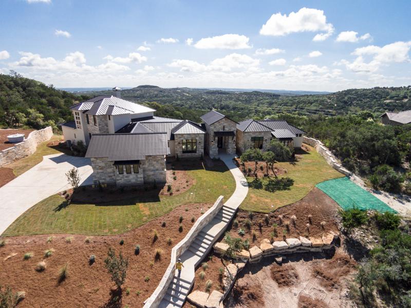 단독 가정 주택 용 매매 에 Stunning Hilltop Estate in Estancia 44 Thunder Hill Boerne, 텍사스 78006 미국